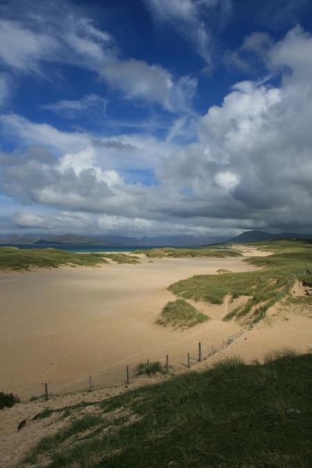 Ecosse plage mensonge mentir menteur bobard si bleu sable plage mer coque barriere barrière dune motte touffe